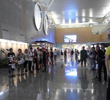 台湾の空港で倖田來未を待つファン