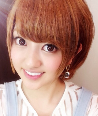 カラコンを装着した菊地亜美