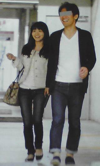 気象予報士・岡村真美子と音楽教師のツーショット写真