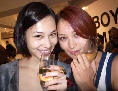 水原希子と黒田エイミのツーショット写真