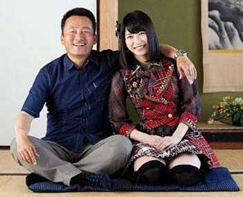 AKB48横山由衣と家族の写真