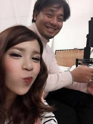 坂口杏里と田代仁(ベレン・オリバー・オリベッティ)のツーショット写真1