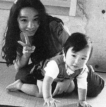 加護亜依の幼少期と母親の亜樹さん