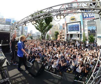 新宿アルタで開催のglobe20周年記念イベントの様子