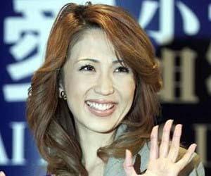 飯島愛の公式ブログが10月で閉鎖...