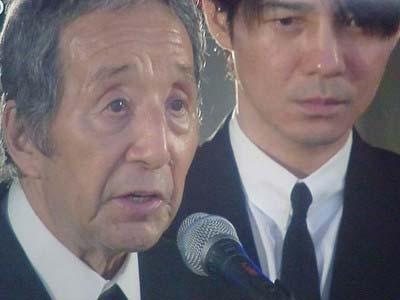 地井武男の告別式に参列した田中邦衛と吉岡秀隆