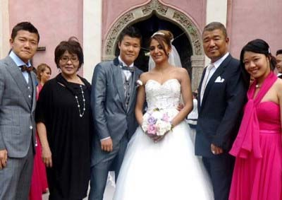 亀田和毅選手とメキシコ人の夫人結婚式2枚目