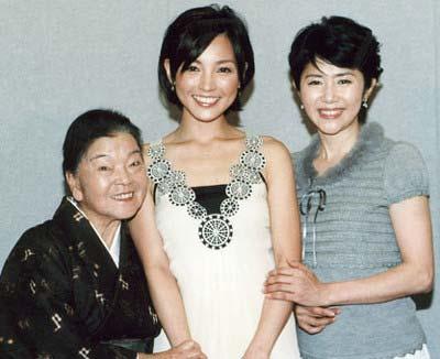 『ちゅらさん』出演の平良とみ、国仲涼子、田中好子