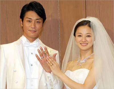 2015年8月に挙式・披露宴を行った永井大と中越典子のツーショット