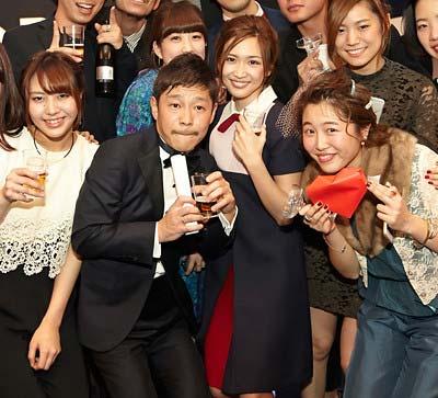 前澤友作と紗栄子のツーショット写真3枚目
