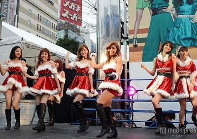 新宿スクエアガーデンでサンタ衣装でサプライズイベントを行ったE-girlsメンバーの写真5枚目