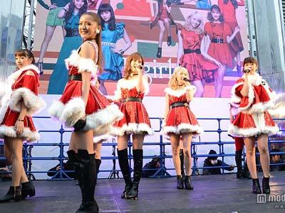 新宿スクエアガーデンでサンタ衣装でサプライズイベントを行ったE-girlsメンバーの写真3枚目