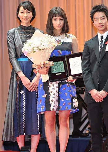 能年玲奈が9ヶ月ぶりに公の場に姿1枚目