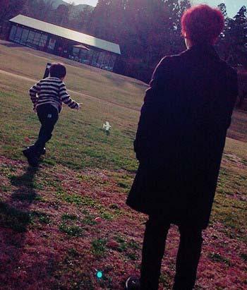 SEKAI NO OWARIのFukaseと益若つばさの子供・りおんくんの写真1枚目
