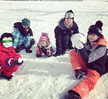 SEKAI NO OWARIのFukase、益若つばさ、りおんくんの雪遊び1枚目