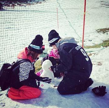 SEKAI NO OWARIのFukase、益若つばさ、りおんくんの雪遊び2枚目