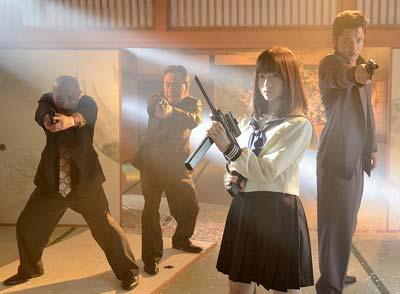 橋本環奈が初主演映画『セーラー服と機関銃-卒業-』のワンシーン