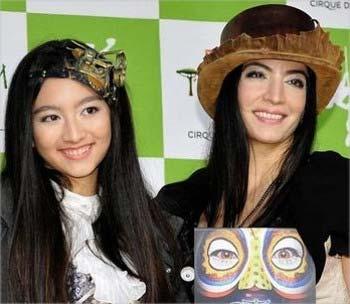 米米CLUBの石井竜也の長女サリーナ、妻のマリーザの母娘ツーショット写真