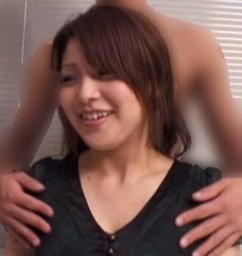 アダルト作品に出演している新田恵海似の女性の正面2枚目