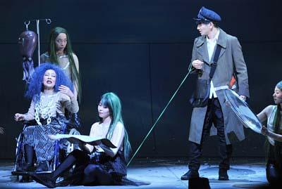 野田秀樹演出の舞台『逆鱗』より