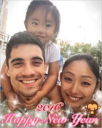 ハビエル・フェルナンデス選手、安藤美姫、娘のひまわりちゃんのスリーショット写真