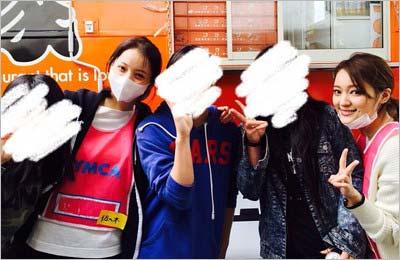 熊本地震の炊き出しもランティアに参加した佐々木希とchayが地元の高校生と記念写真
