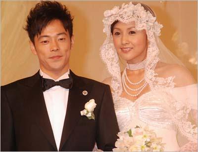 片岡愛之助と藤原紀香の結婚披露宴でのツーショット写真