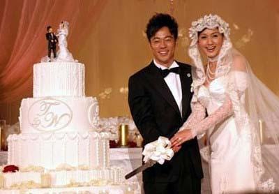 片岡愛之助と藤原紀香の結婚披露宴でのツーショット写真(ケーキカットシーン)