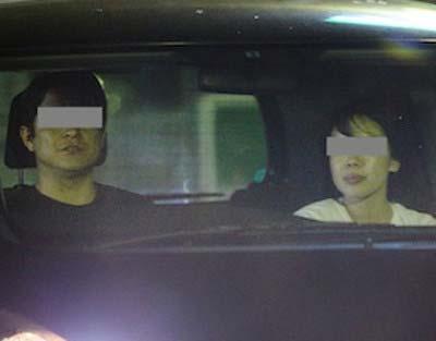 『フライデー』が撮影したNHKの斉藤孝信アナと早川美奈アナの車内密会現場