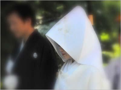 元マラソン選手の野口みずきと一般人の夫が猿田彦神社で挙式を行った際の写真