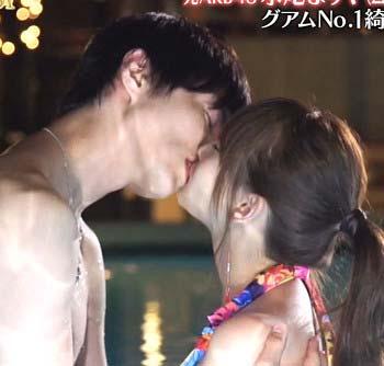 永尾まりやと小南光司のキス写真