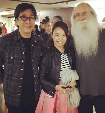 『週刊新潮』掲載の松任谷正隆と橋本香織マネージャーのスリーショット写真