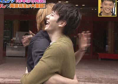 『火曜サプライズ』で18年ぶりに共演したウエンツ瑛士と生田斗真が抱擁