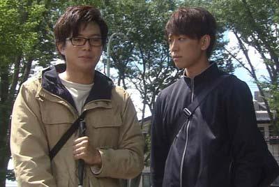 『盲目のヨシノリ先生』での加藤シゲアキと小山慶一郎の共演シーン
