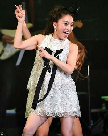 16年ぶりコンサート開催の酒井法子がテンション高く踊る姿