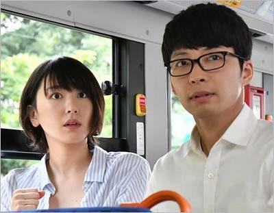 TBSドラマ『逃げるは恥だが役に立つ』で共演中の星野源と新垣結衣