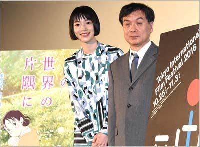 アニメ映画『この世界の片隅に』の舞台あいさつに登場したのんと片渕須直監督