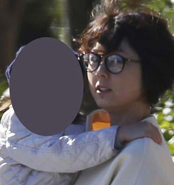秋元優里アナウンサーと子供のツーショット