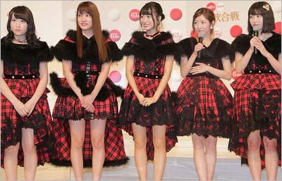『第67回NHK紅白歌合戦』出場者発表会見に出席したAKB48の入山杏奈さん、渡辺麻友さん、横山由依さん、川本紗矢さん、NGT48の北原里英さんの5人