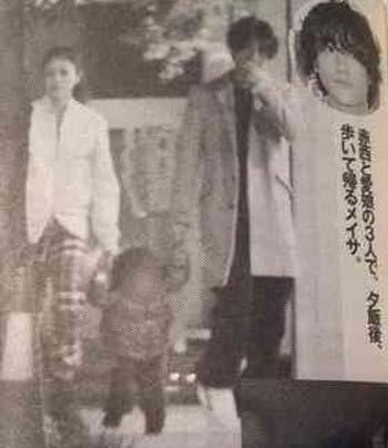赤西仁と子供のスリーショット写真