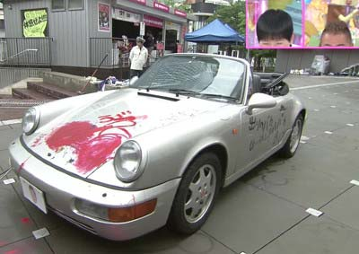 アッコにおまかせ!で出川哲朗の愛車・ポルシェに赤いペンキで落書き