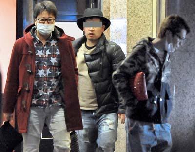 闇カジノが入るビルから出てきた遠藤要と清水良太郎