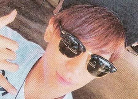 小山慶一郎が着用のサングラス