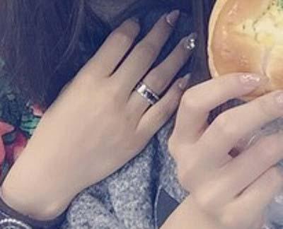 武田舞香がはめている指輪の拡大