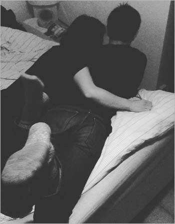 インスタグラムから流出の三浦春馬&菅原小春のベッド写真