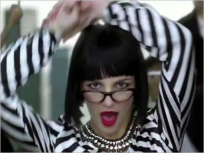 ブリトニー・スピアーズが『Womanizer』MVで披露したビジュアル