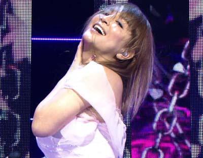 『ミュージックステーション 春の3時間SP』出演、劣化、激太り指摘されている浜崎あゆみの歌唱シーン3枚目