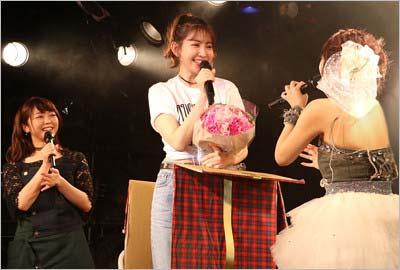 高橋みなみのバースデーライブ『Minami Takahashi 26th Birthday Live 2017』に参加した小嶋陽菜や峯岸みなみ