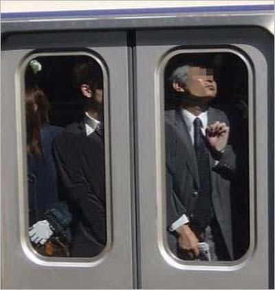 菅原小春がインスタグラムに投稿した満員電車の写真