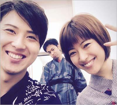 尾上松也と瀧本美織のツーショット